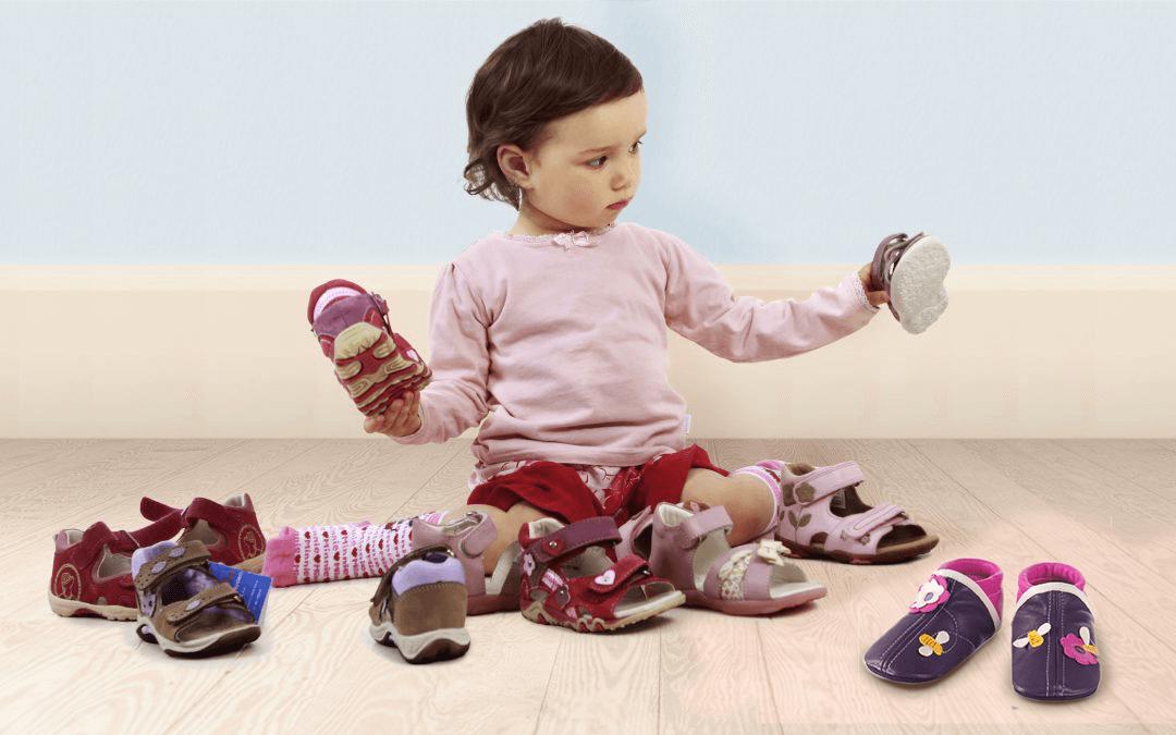 Auf was sollte bei Baby- und Kleinkinderhausschuhen geachtet werden?